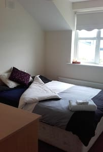 Self Catering Double Room 5 min to Ennis Town. - Ennis - Ház