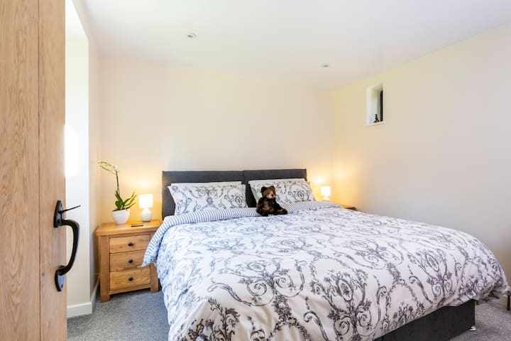 The master bedroom can be configures as a super king or two singles (see next pic)