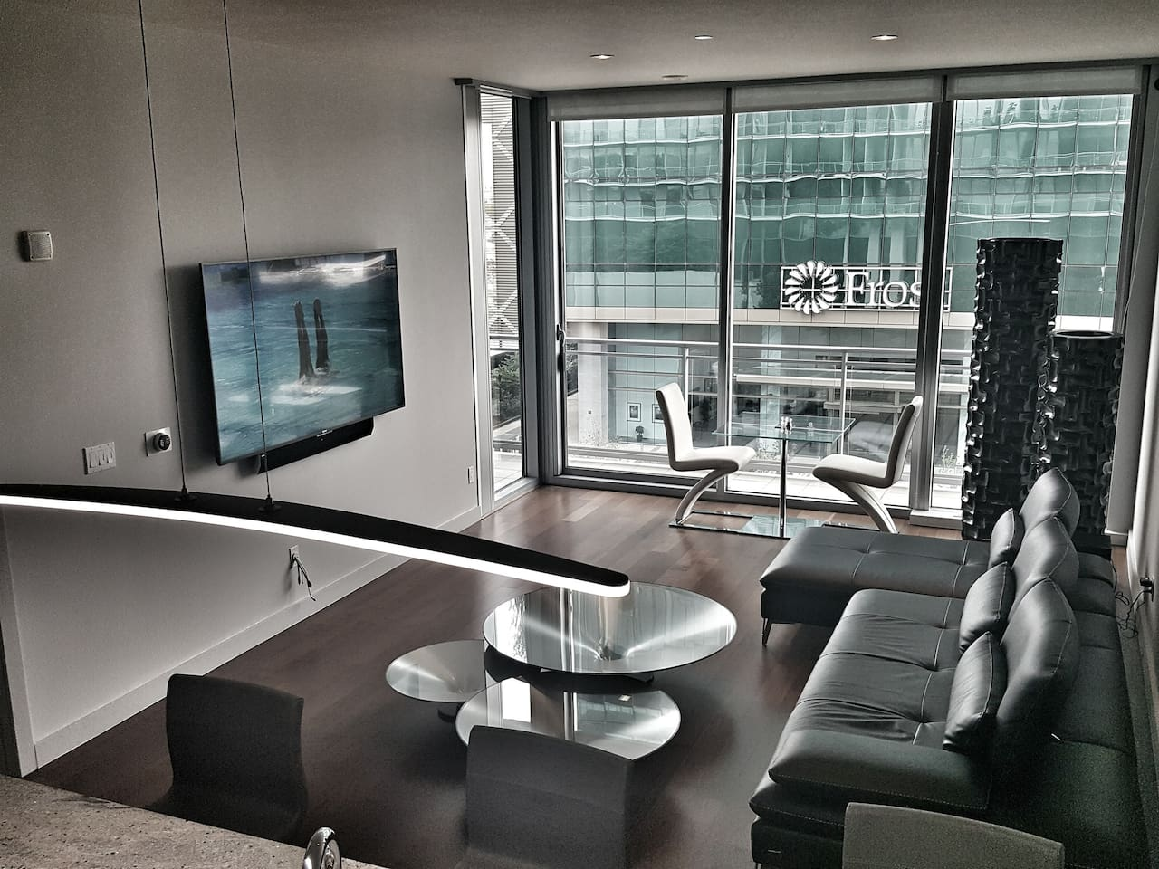 Living Area w/ Dinning Table for 2