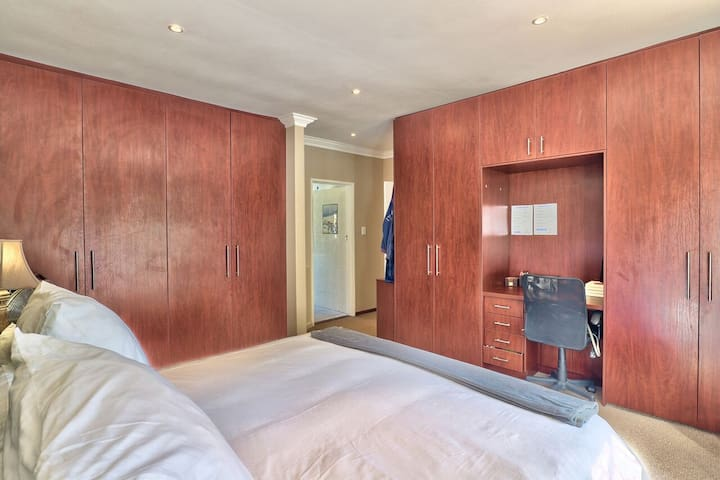 Bedroom # 1 En-suite with King-size Bed
