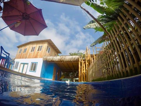 La Nirvana : Oceanview Apt. w Kitchenette & Pool