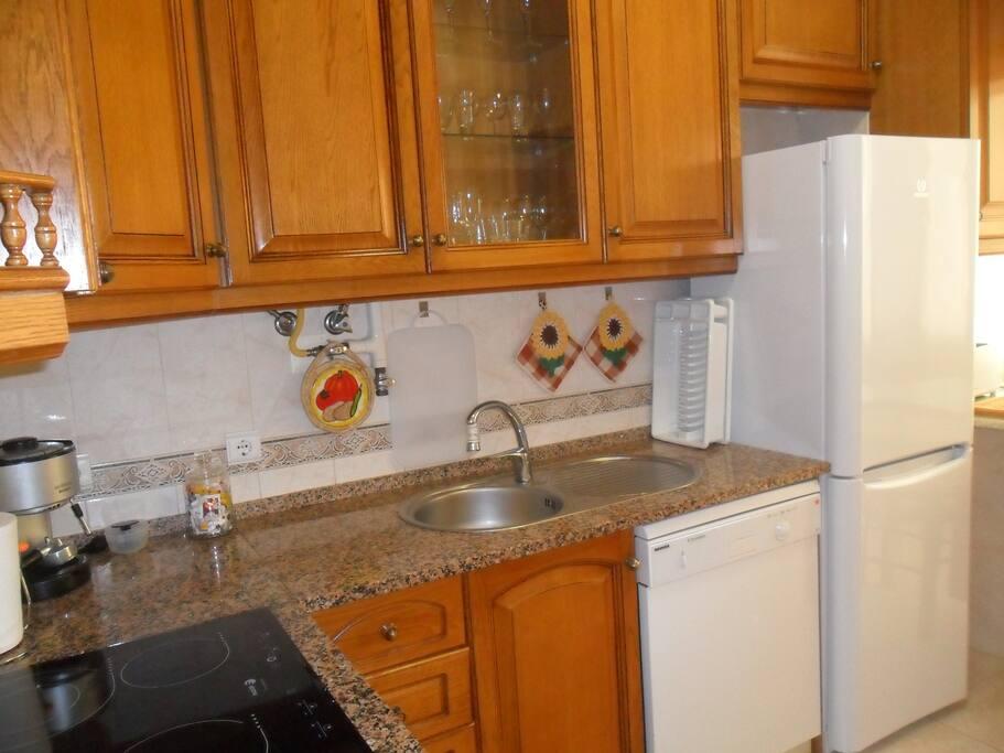 Toutch vitroceramic hob Eletric oven Microwave Fridge Freezer Washing machine, kitchen it`s fully equipped