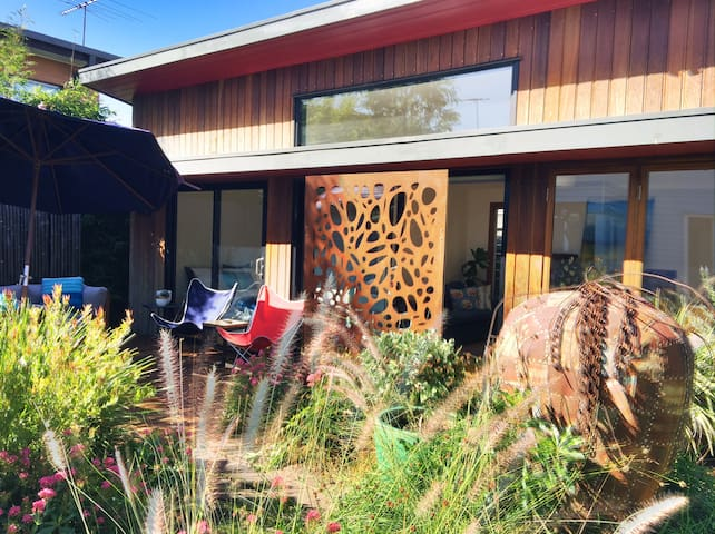Sunny, Modern Garden Studio - Essendon