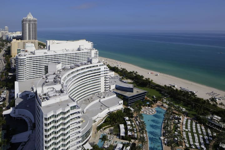Fontainebleau Hotel 30th fl Corner 1 Bedroom Suite