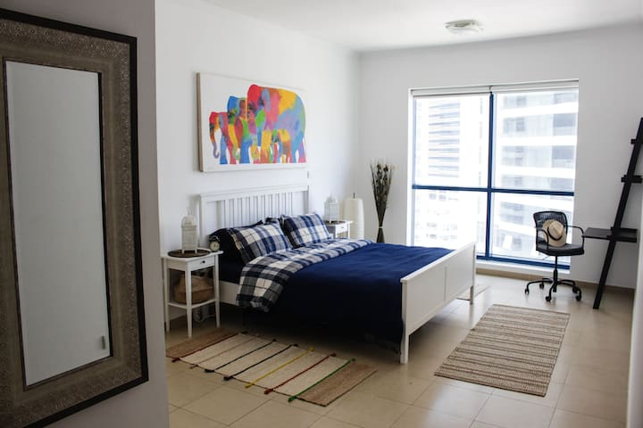 Spacious 1 Bedroom apartment near Dubai Marina