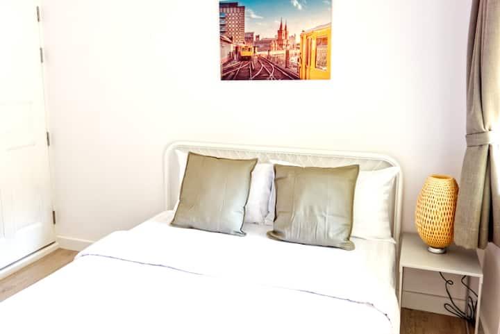 Cozy room in Belcarra Nimman Gallery (NG103)