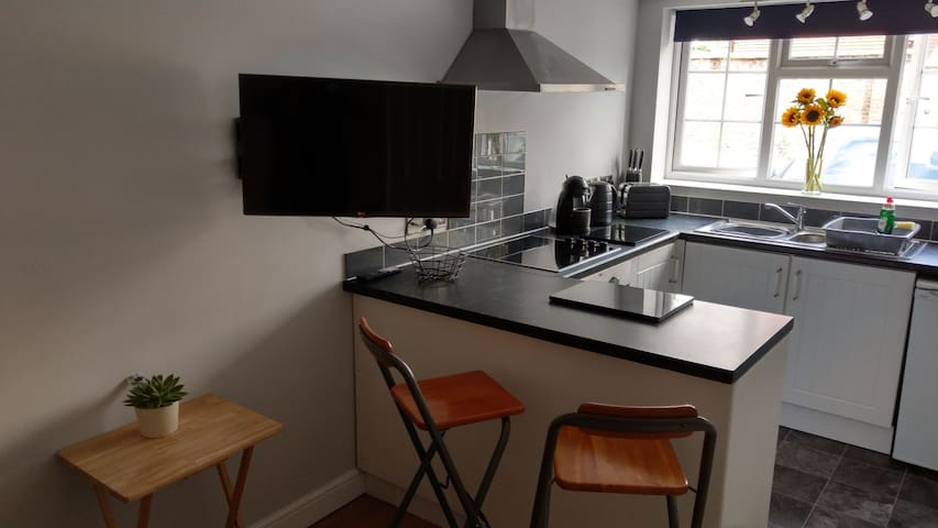 Flat near Brighton seafront with parking