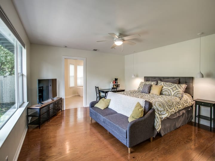 Modern Master Suite close to Everything!