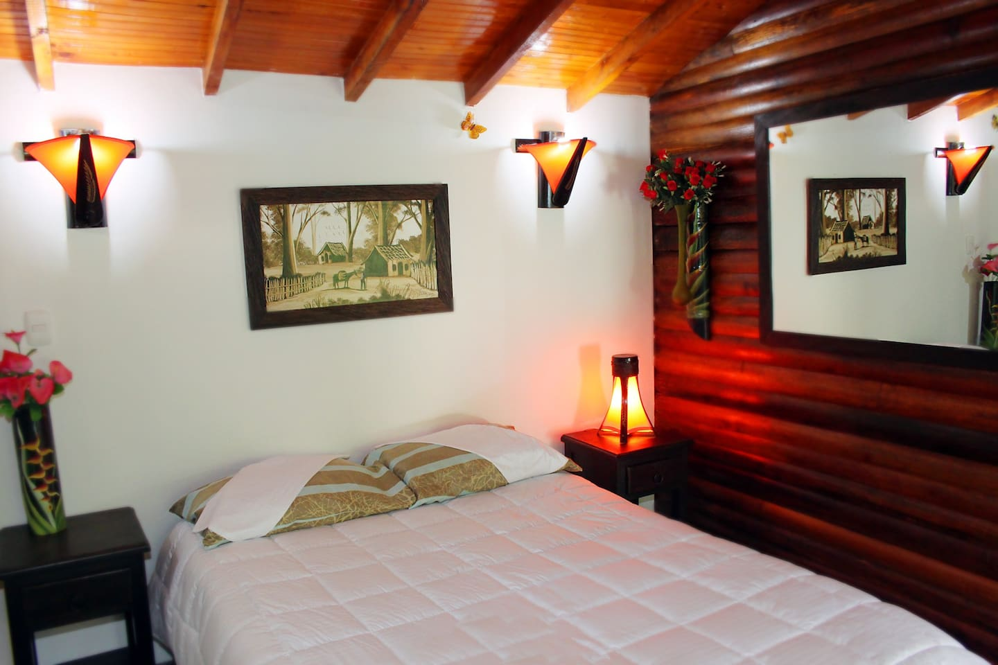 Colibri - (Hummingbird)  A beautiful room ...  rustic yet modern. Nice new bathroom with solar hot water showers. Private patio, stunning views!