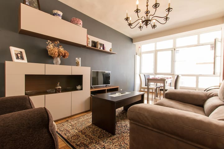 Cozy city-break two-bedroom apartment by the beach - Gijón - Apartment