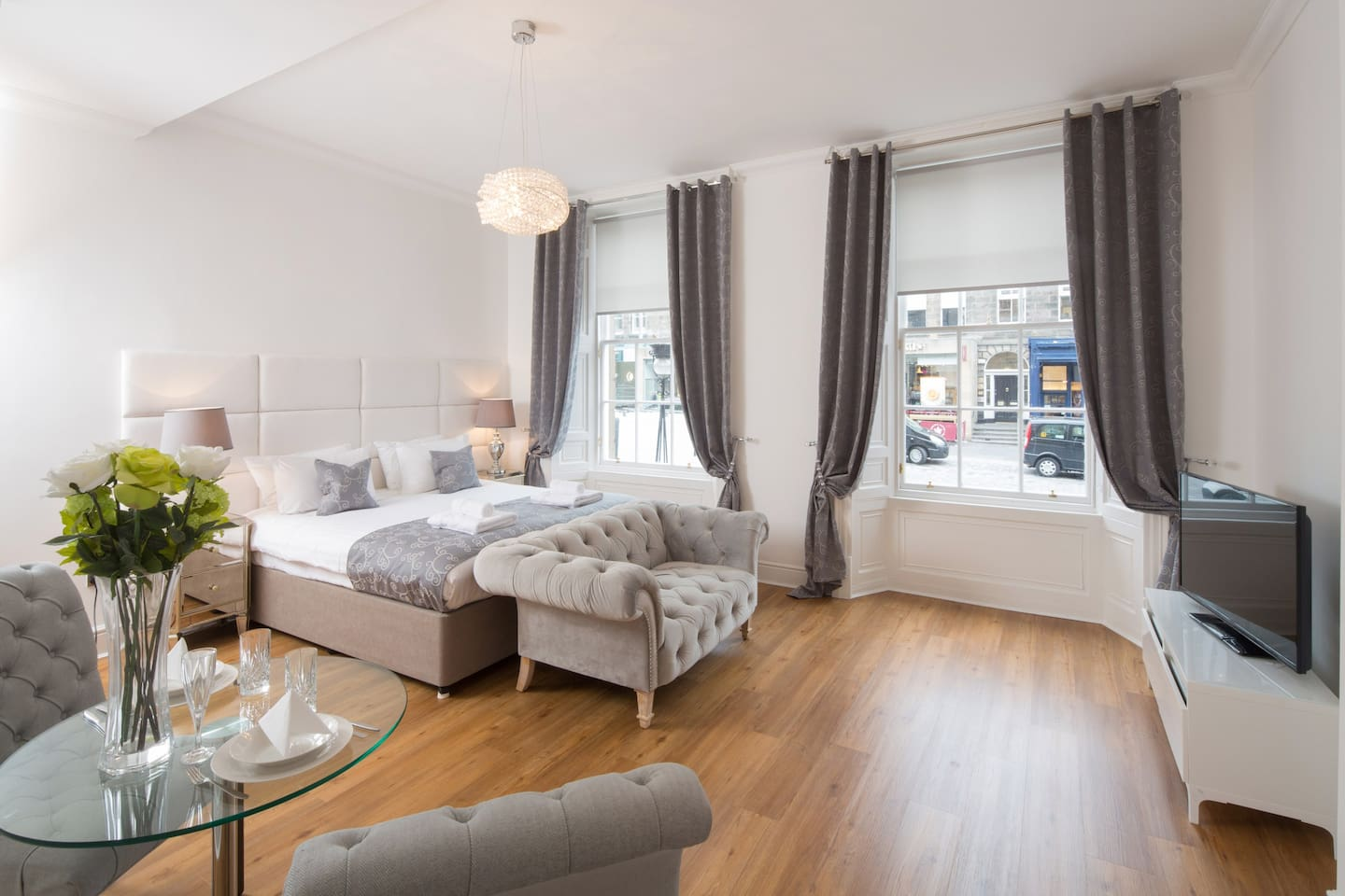 This stunning Victorian studio flat with open views of Castle Street,  It has been fully modernised and tastefully decorated to an exceptionally high standard. It has separate kitchen and bathroom with shower.