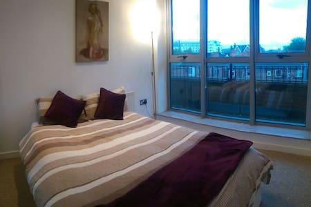 Double bedroom outer city centre - Nottingham