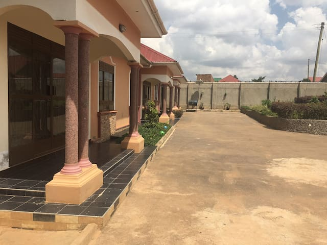 Secluded and beautiful houses - Kampala - Casa