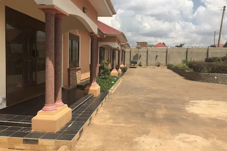 Secluded and beautiful houses - Kampala