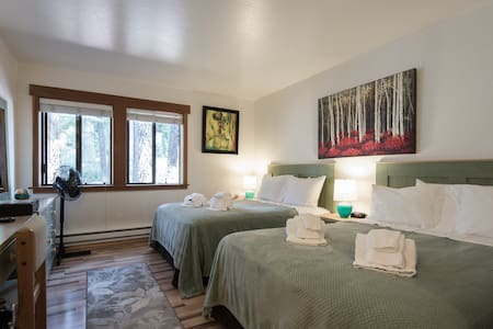 LakeTahoe,TahoeCity,1-4 Guests,Pool,Sauna,SledHill