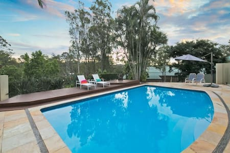 Near theme parks of Movie World and Dream World - Helensvale - House