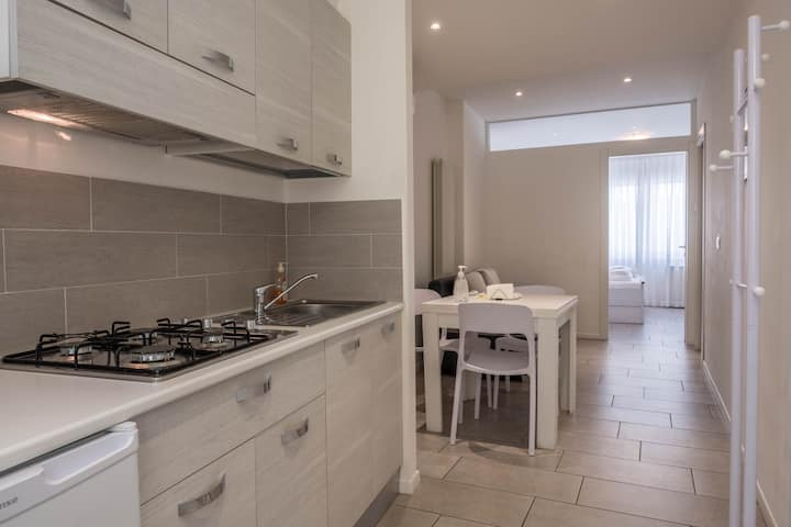 "Modern holiday apartment ""4. Piano - FeWo Bolzano"" with Wi-Fi, air conditioning and in an optimal position in the old town of Bolzano"