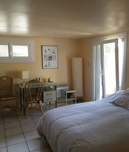 Chambre spacieuse et indépendante. - Hérouville-Saint-Clair