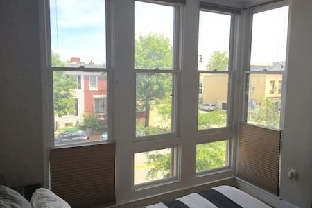 Trendy Apt in Columbia Heights! - Washington - Apartment