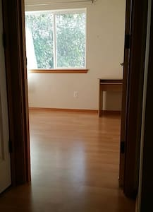 Small Room Seattle by Westfield, RTC, GRCC - Renton - Huis