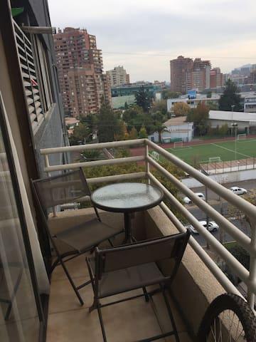 habitación con baño en acogedor departamento - Las Condes - Pis
