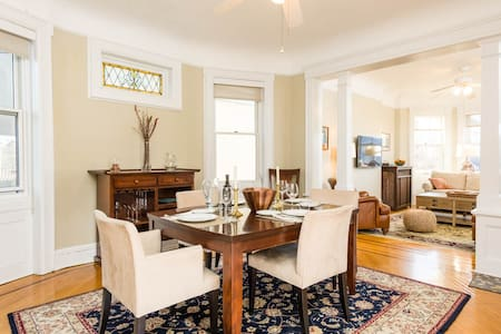 Charming 2BR apartment steps from Manhattan- View!