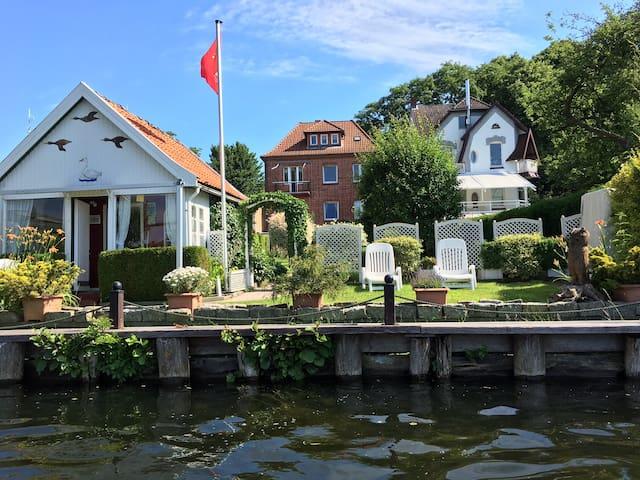 Souterrain Ferienwohnung mit Seeblick nähe Ostsee - Mölln - Villa