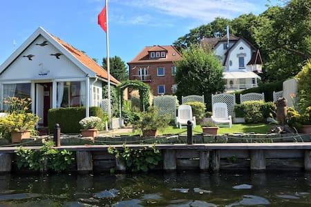 Souterrain Fereinwohnung mit Seeblick, nähe Ostsee - Mölln - Villa
