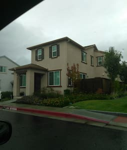 Quiet new development upstairs bedroom with private bathroom cable TV and laundry room - Suisun City