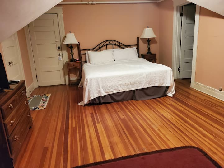 Eileen's Room at the famous Hartness House Inn!