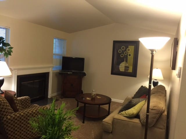 Holiday Rental Two Bedroom Apt - Bremerton - Flat