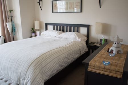 Queen Bed, WiFi + HBO, Free & Unlimited Parking - Philadelphia