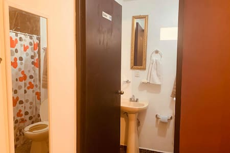 Room D . Es Bienvenido Apodaca N.L