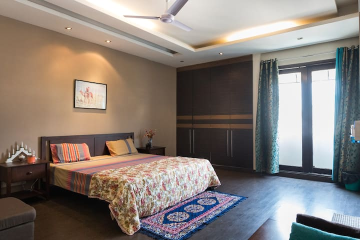 Spacious, peaceful Bedroom @SouthExt-2 - Nova Delhi - Pis