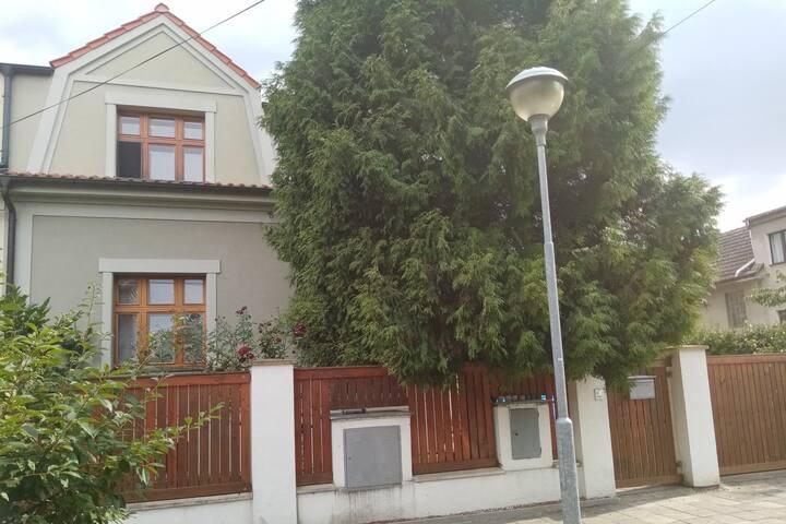 Klidná vilová čtvrť v lázních Poděbrady. Nabídka 2