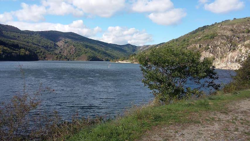 Le lac de Villefort à 15 minutes en voiture