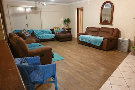 SUNNYBANKS DRIVE GERALDTON Holiday Accomodation
