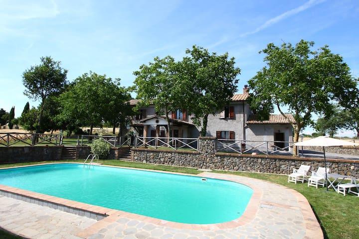 Espaciosa Casa Rural en Bagnoregio con Piscina