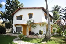 Beautiful house on private lot- 8min walk to beach