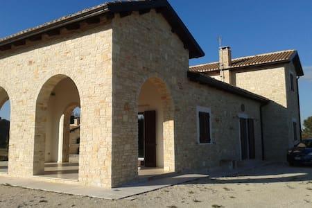 Casale in pietra con vista su Castel del Monte - Corato