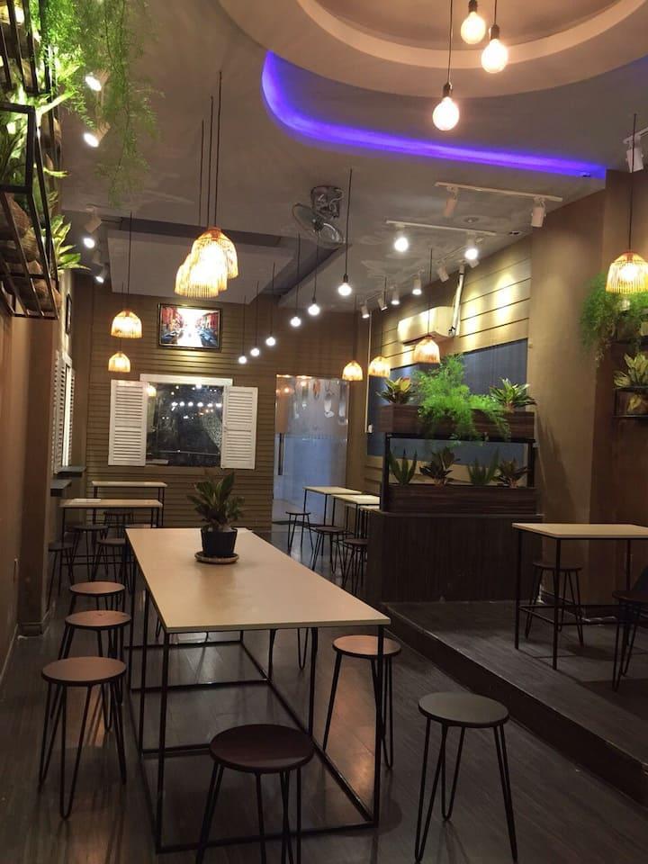 Big room in Coffee Shop