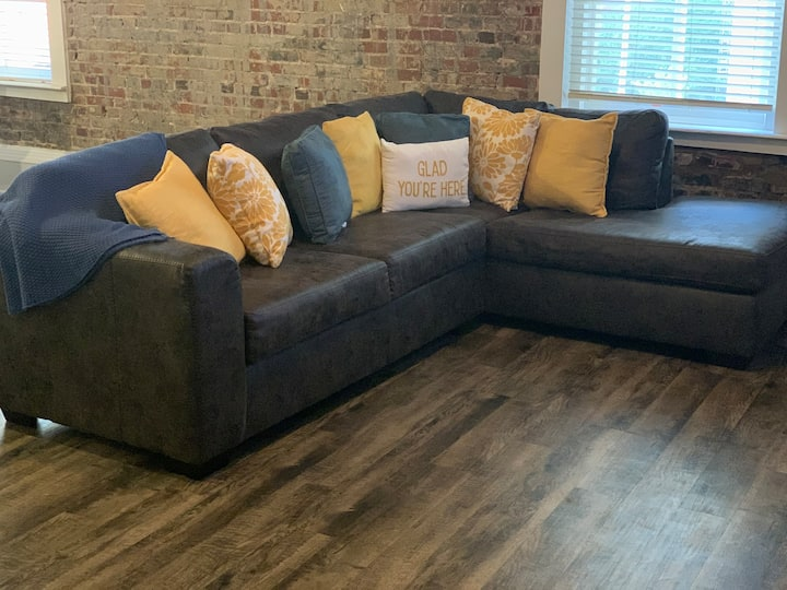 Downtown Memphis Themed Loft (great location)