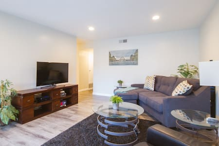 Cozy Condo Near Disney & Many OC Attractions - Orange