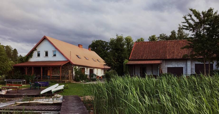 Dom z werandą 20 metrów od jeziora