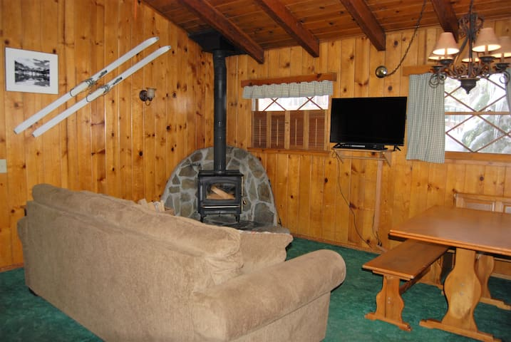 EDELWEISS LODGE TWO BEDROOM KING-SLEEPS 6