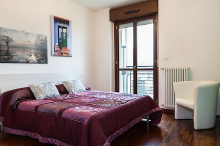 Cosy modern apartment Milano close to Rho Fiera