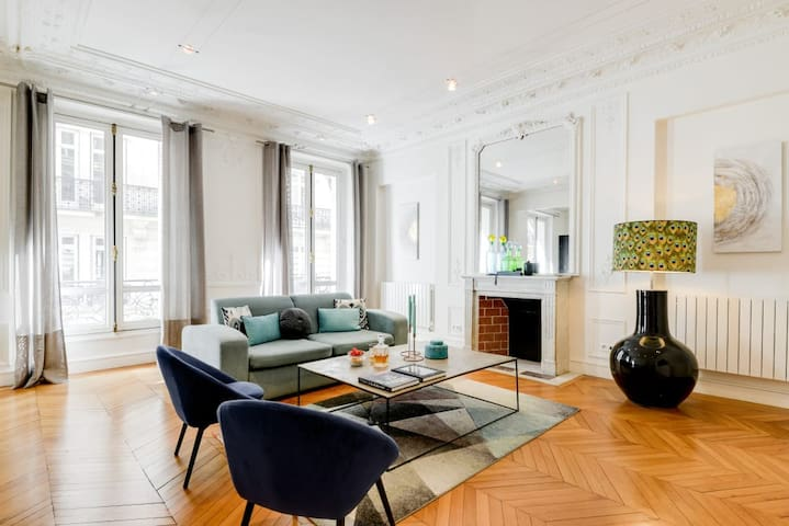 Chic and Designed 1 bdr apartment near Champs Elysees