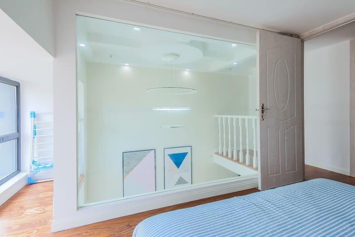 卧室二落地大玻璃