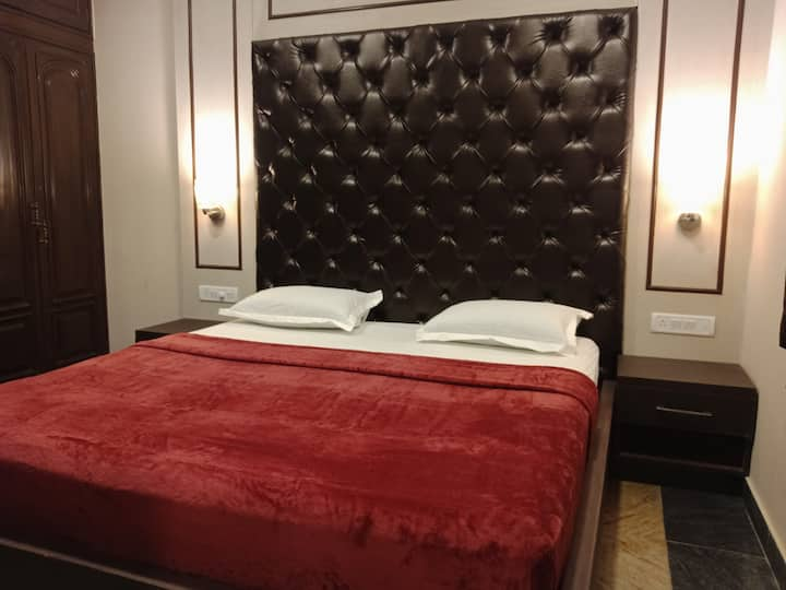 AC Suite room-Family-NIMHANS-Shanti Nagar bus stan