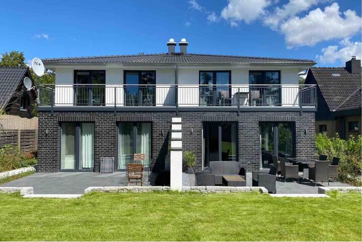 Neubauhaus in Elbnähe